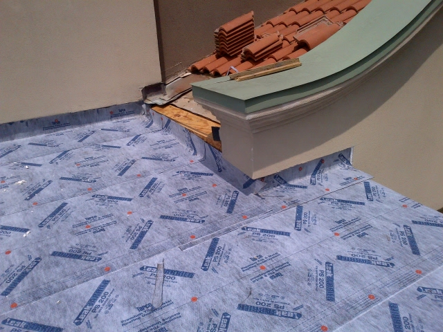 tile-roofing-house-with-tile-4